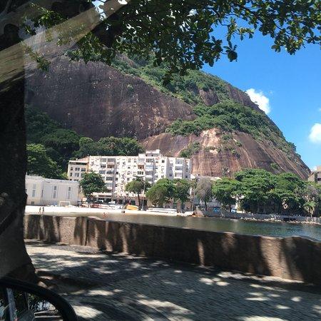 Rio de Janeiro City Tour: Fantasque  Extra ordinaire  Rio c'est la capitale de la beauté naturelle par excellence  De la magie de l'harmonie un odeur de fraîcheur et fantaisie !  Je recommande  Sans doute de gloria au lemme la cote de là bais de Guanabara !!