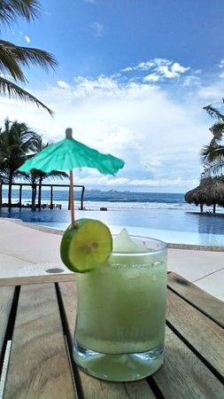 Escondite Restaurant & Beach Club: Sexy Mamá- basil lime and vodka, so very refreshing.