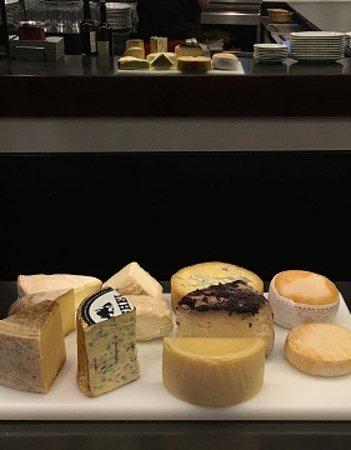 bisavis: Quesos afinados (testum al barolo, brillat savarin, bauma, torta de barros, cashel blue, laguiole, vachering mont d'or...)