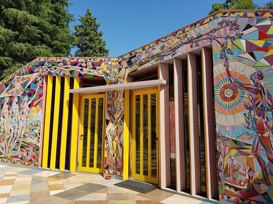 MUSABA - Parco Museo Laboratorio Santa Barbara  Il genio creativo di Nik Spatari e Hiske Maas nel bellissimo Museo di Santa Barbara a Mammola! Una vera esplosione di colori !!