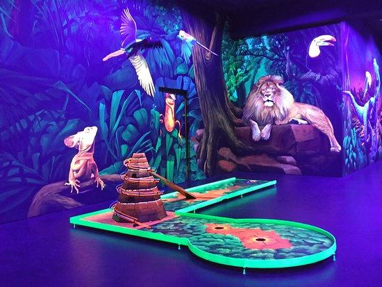 Blacklight Arena 3D Schwarzlicht Minigolf