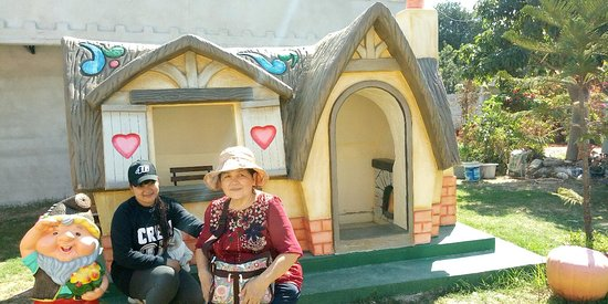Pak Chong, Tajland: Hobbit House is another place where foreigners take photos to visit Khao Yai.