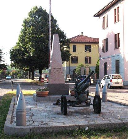 Somma Lombardo, Italia: Monumento ai caduti di Maddalena