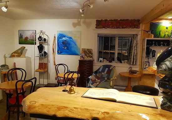 Lac La Hache, Canada: The art gallery at the awesome coffee bar