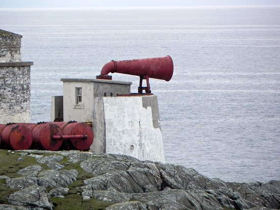 Остров Скалпей, UK: The lighthouse's fog horn. Photo taken 2014.