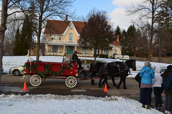 Baraboo, WI: Horse-driven carriage rides for those visiting the mansion for the Edwardian Christmas festivities.