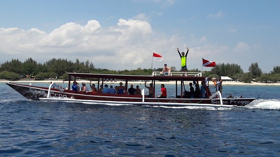 Take a full day trip around Gilis and have fun!
