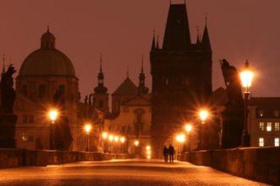 Recorrido a pie por la Praga de los...