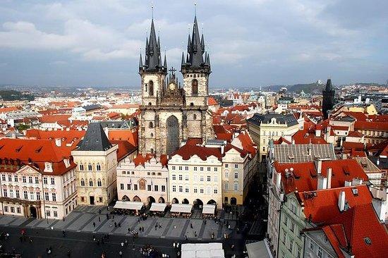 Spaziergang entlang der Prager...