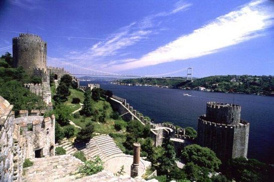 ボスポラスクルーズとドルマバフチェ宮殿のイスタンブールツアー