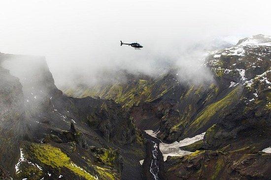 雷克雅未克的直升机飞行:Eyjafjallajokull冰川和火山