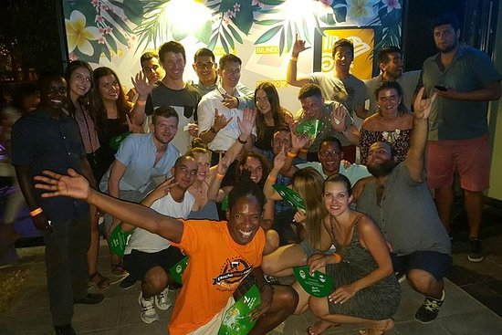 Malaga Nightlife - Pub Crawl Tour med...