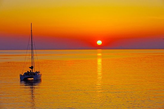 Santorini Sunset Luxury Seiling...