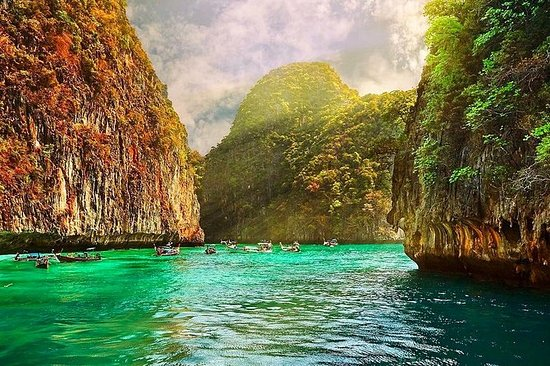 Full-Day Phi Phi Island SUNRISE per ...
