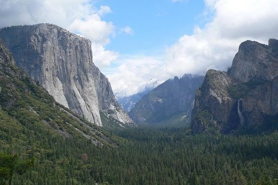 Yosemite in a Day Tour from San...