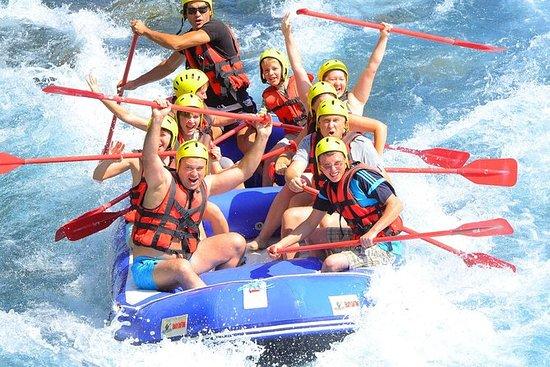 Aventura de rafting en aguas bravas...