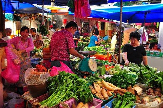 Tour a pie por el mercado local y la...