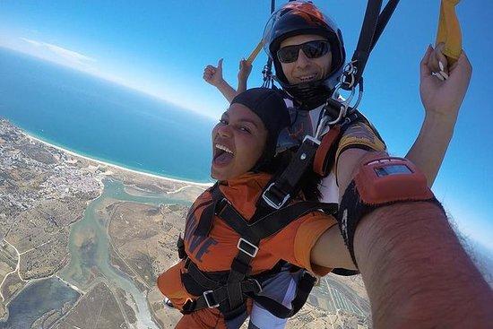 Salto duplo de paraquedas a 3.000 m...