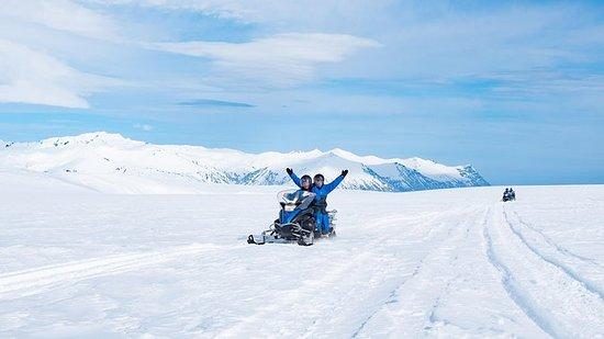 Tour en motoneige sur le glacier...