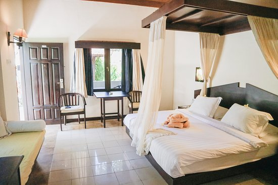 Private Villa - Each of our private villas features private pathways to our public immensely large pool surrounded by lush landscapes, a conjunction of an intimate setting on your own villa with ultra-luxury services and amenities of the resort. It encompasses a tranquil retreat with our small garden view.
