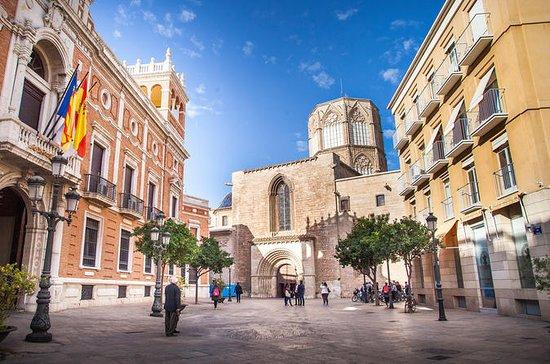 Essentials of Valencia og dens...