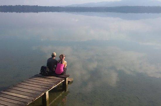 Laguna Lachuá et les grottes de...