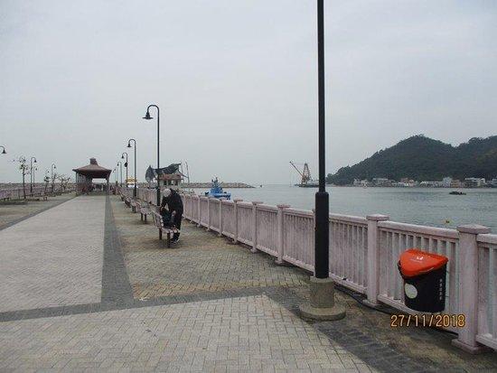 Tai O: the pier by the bus terminal