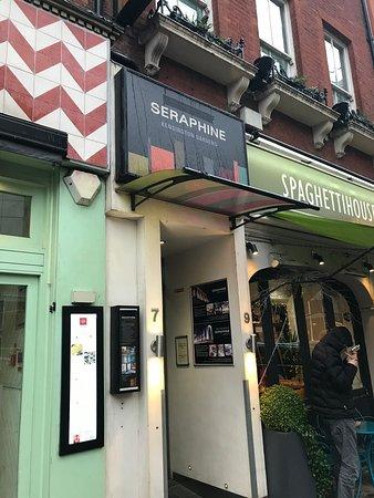 Seraphine London Kensington Gardens: Entrance
