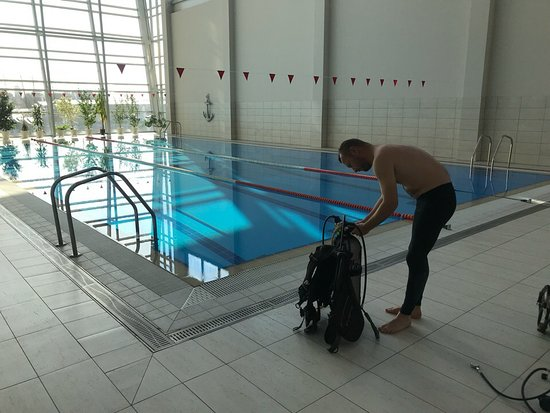 MegaDive: training swimming pool