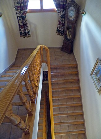 Torreperogil, Spain: Hotel stairs and clock