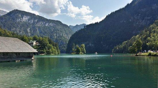 Lago Konigsee en Berchtesgaden, Alemania. El lago más bonito que he visto.