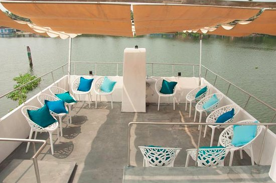Spacious roof top open decks with owning to give guests, exclusive cruising experiences