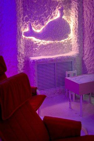 Samara, Russia: Волшебная обстановка соляной комнаты АсСоль позволяет присутствующим расслабиться и отдохнуть от повседневной суеты. Столик для рисования солью - воплотить свои творческие желания. Тел. 8(927)210-7-012