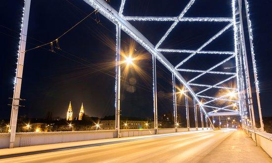 Szeged, Hongrie : Belvárosi Híd/Bridge    Photo: Balázs Papdi