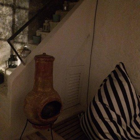 Magnífico hostel com muita energia positiva, super relaxante e muito acolhedor. Todo o staff é excelente super simpáticos adorei, é um hostel muito simpático na encosta do castelo de Aljezur. A limpeza é excelente todos os espaços muito higienizados wc, quartos, áreas comuns, terraço etc de fazer inveja a muitos hotéis de 5 estrelas. Obrigado simplesmente THE BEST 👍