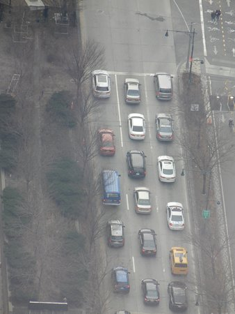 Use of the zoom lens to the cars below