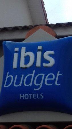 Ibis Budget Agen: Enseigne extérieure