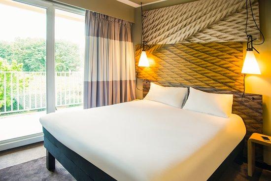 Chambre double rénovée avec vue hotel restaurant ibis tarbes odos