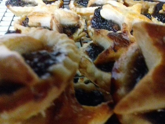 Alkham Valley Tea Rooms: Mince pies - fresh from the oven
