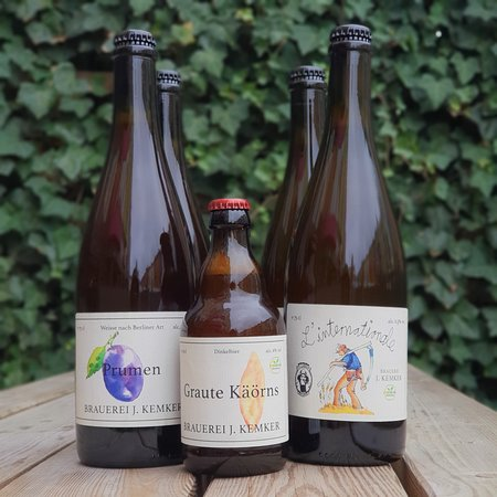 New on the list - three new beers from Kemker in the Münster countryside! 🚜🥂🌱 • L'internationale, 6.5% BA spontaneous saison blended with 2y/o lambic (Pit Caribou collab) • Prumen 2018, 4.0% mixed ferm. Berliner Weisse with plums • Graute Käörns Dinkelbier, 6.0% spelt ale