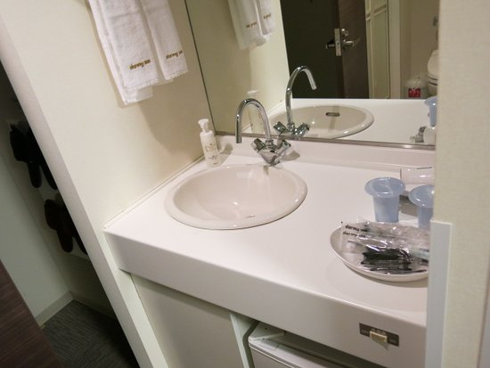 Dormy Inn Kurashiki: 洗面台はトイレ・シャワーとは別に入り口そばに設置