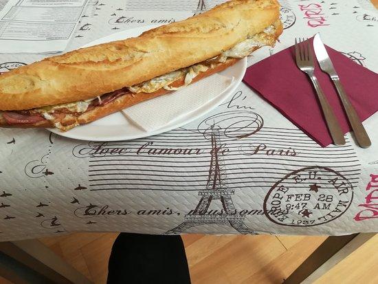 Miguelturra, Spain: Este es bocadillo de la casa y estaba delicioso
