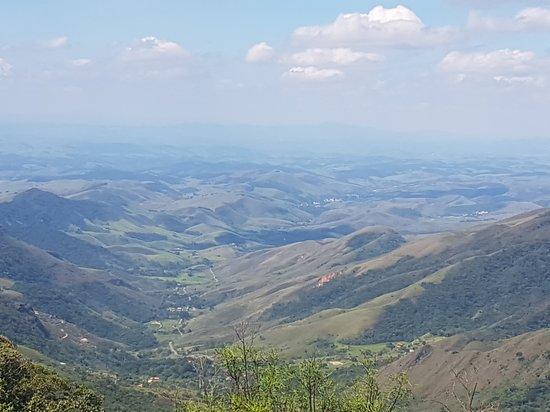 vista do mirante no alto da subida da serra.