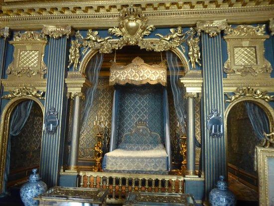 Istana Drottningholm: the throne