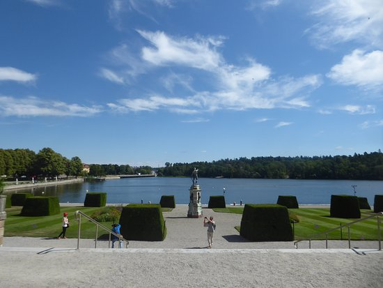 Istana Drottningholm: the Palace's lake view