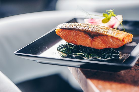 Baroque: Salmon with spinach, cream, black rice nad Grana Padano