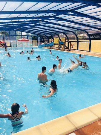 Camping du Kerou: piscine couverte et chauffée