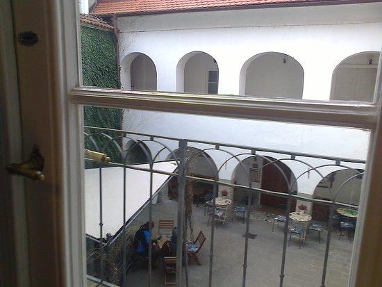 Koroška galerija Slovenj Gradec – Blick zum Innenhof mit Café