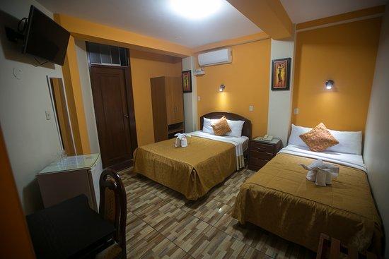 """San Juan Bautista Tuxtepec, Mexico: Habitación Doble - 2 camas con baño privado con agua caliente y fría las 24 hras, con telefono, Tv Led 32 """" friobar, red wifi, escritorio de trabajo,"""