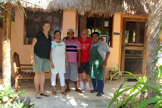 Mayan Beach Garden: Marcia, Dori, Yuni, a happy guest and Armando posing for a farewell picture. Thank you guys, keep up the good work.